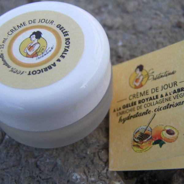 Moisturizing and healing royal jelly and apricot face cream
