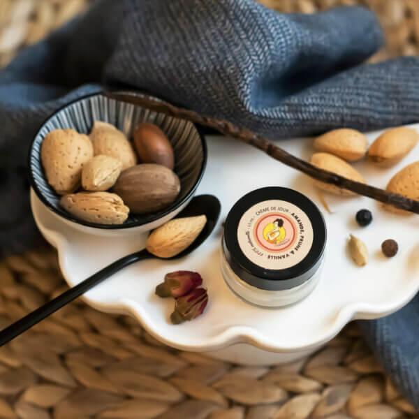 Crème de jour nourrissante et protectrice pour visage Amande prune vanille